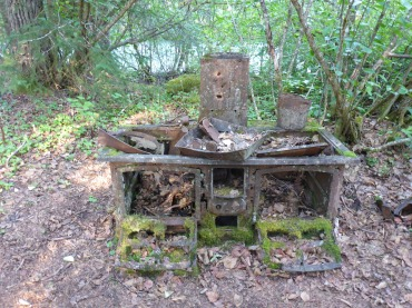 And old stove. Imagine carrying that up.